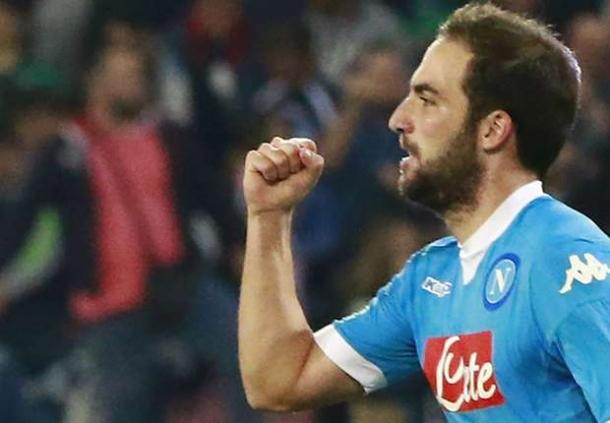 Gonzalo Higuain Akan Tetap Bertahan Dengan Napoli