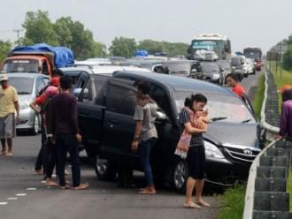 Kecelakaan Menerpa Seseorang Pemudik Di Jalur Pantura Losari-Brebes